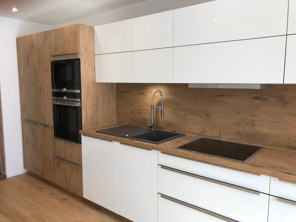 Weiße Hochglanz Küche